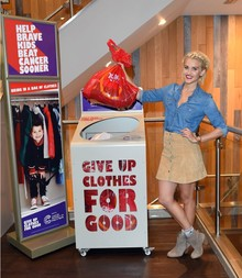 Ahsley Roberts for Give up clothes for good